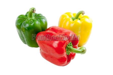drei paprika auf weissem hintergrund isoliert