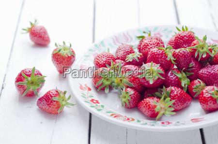 teller mit erdbeeren