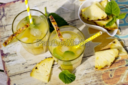 two glasses with ice cocos sirup