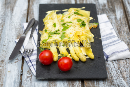 cannelloni filled with white asparagus gratinated