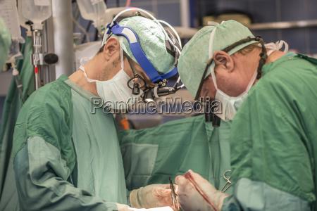 arzt mediziner medikus krankenhaus hospital beschuetzen