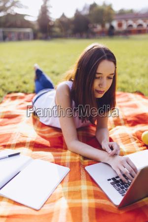 laptop notebook computer freizeit entspannung park