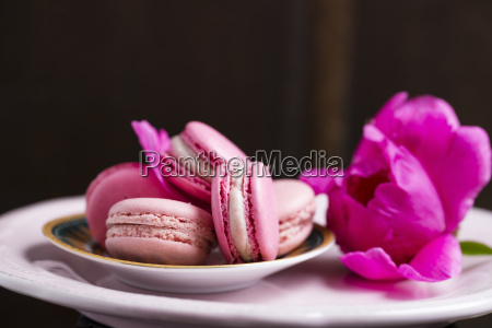 strawberry and raspberry macarons