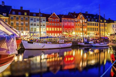 daenemark kopenhagen blick auf historische boote