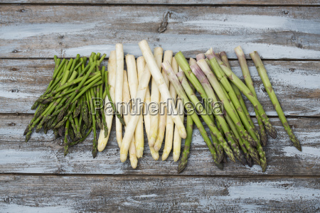 green and white asparagus on wood