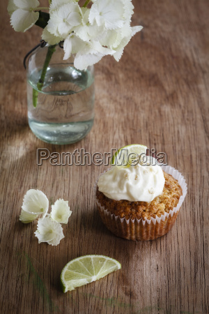 lime cup cake with cream cheese