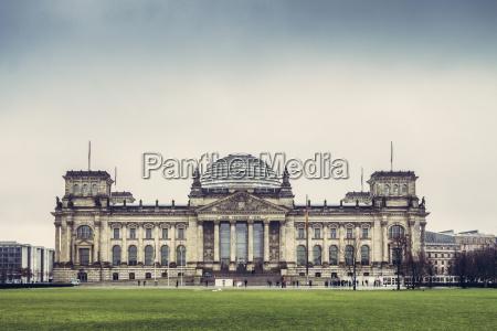 deutschland berlin reichstag schlechtes wetter