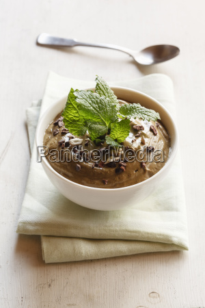 smoothie bowl mit kakao avocado und