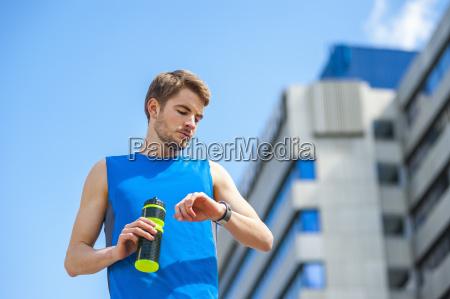 trinken trinkend trinkt getraenk sport erfrischung