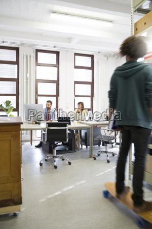 arbeitsstelle modern moderne indoor kreativitaet zeitgerecht