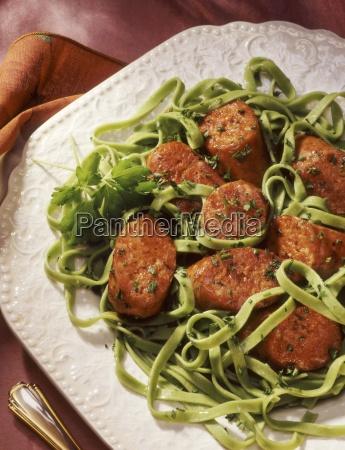 wurst und spinat nudeln mit petersilie