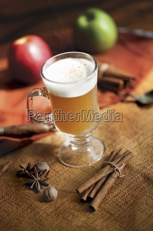 a glass of mulled apple cider