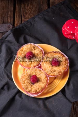 cheesecake muffins with raspberry