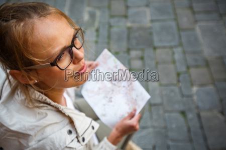kobieta womane baba miasto grod town