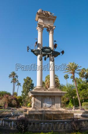 kolumbus denkmal in sevilla spanien