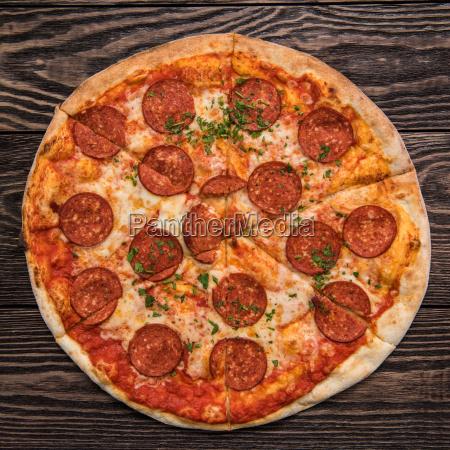 leckere pizza pepperoni
