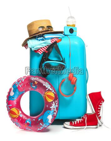 der blaue koffer turnschuhe hut und