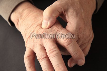 joint pain on hand of older