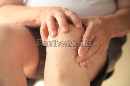 knee joint pain on senior man