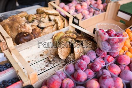 weekly market tuscany