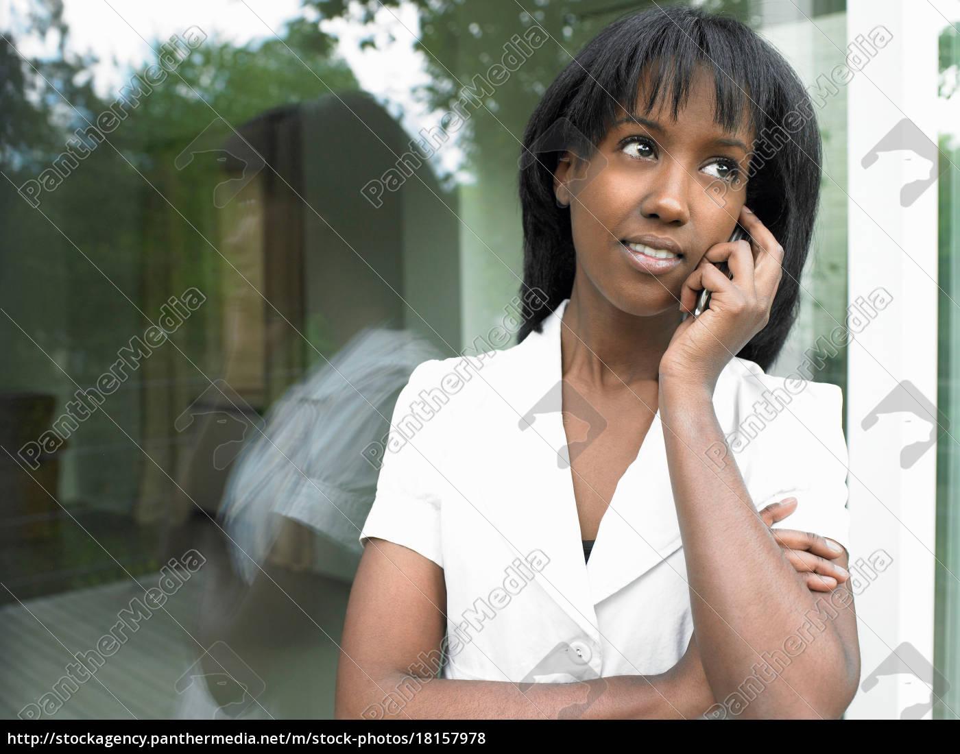 frau, am, telefon, lächelnd - 18157978