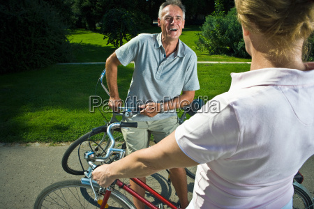 couple with bikes talking