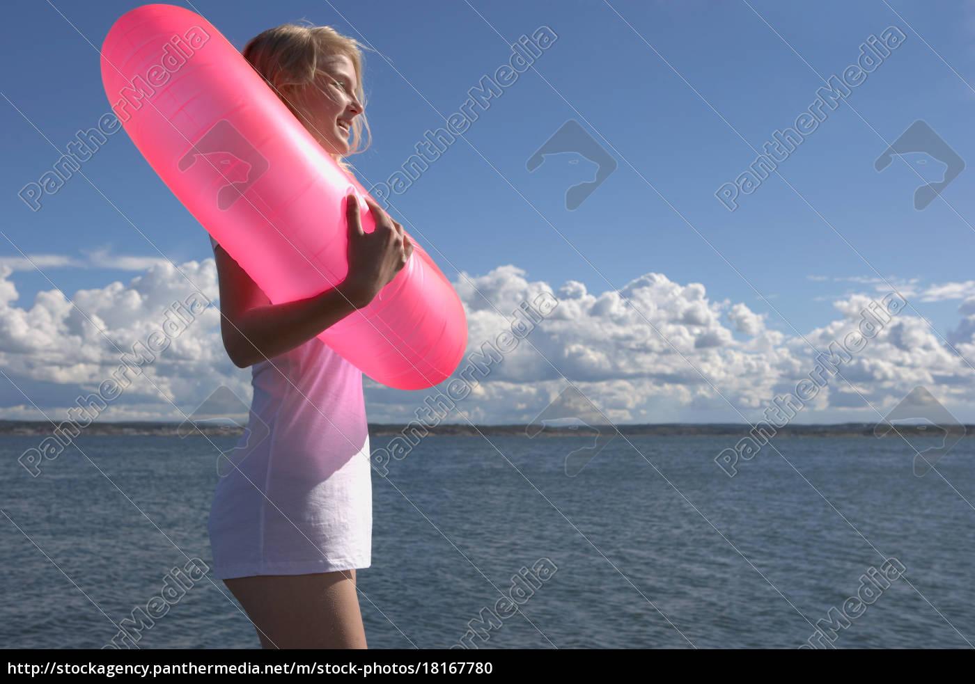 junge, frau, mit, schwimmring - 18167780