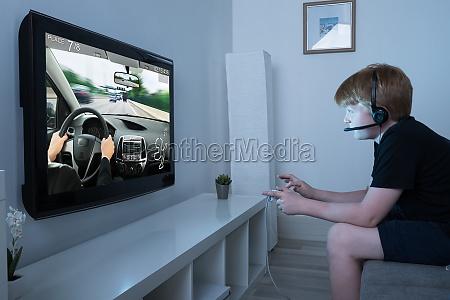 junge der auto game on television