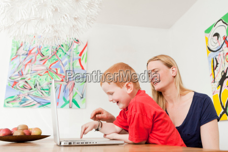 mother, and, son, using, laptop, together - 18208738