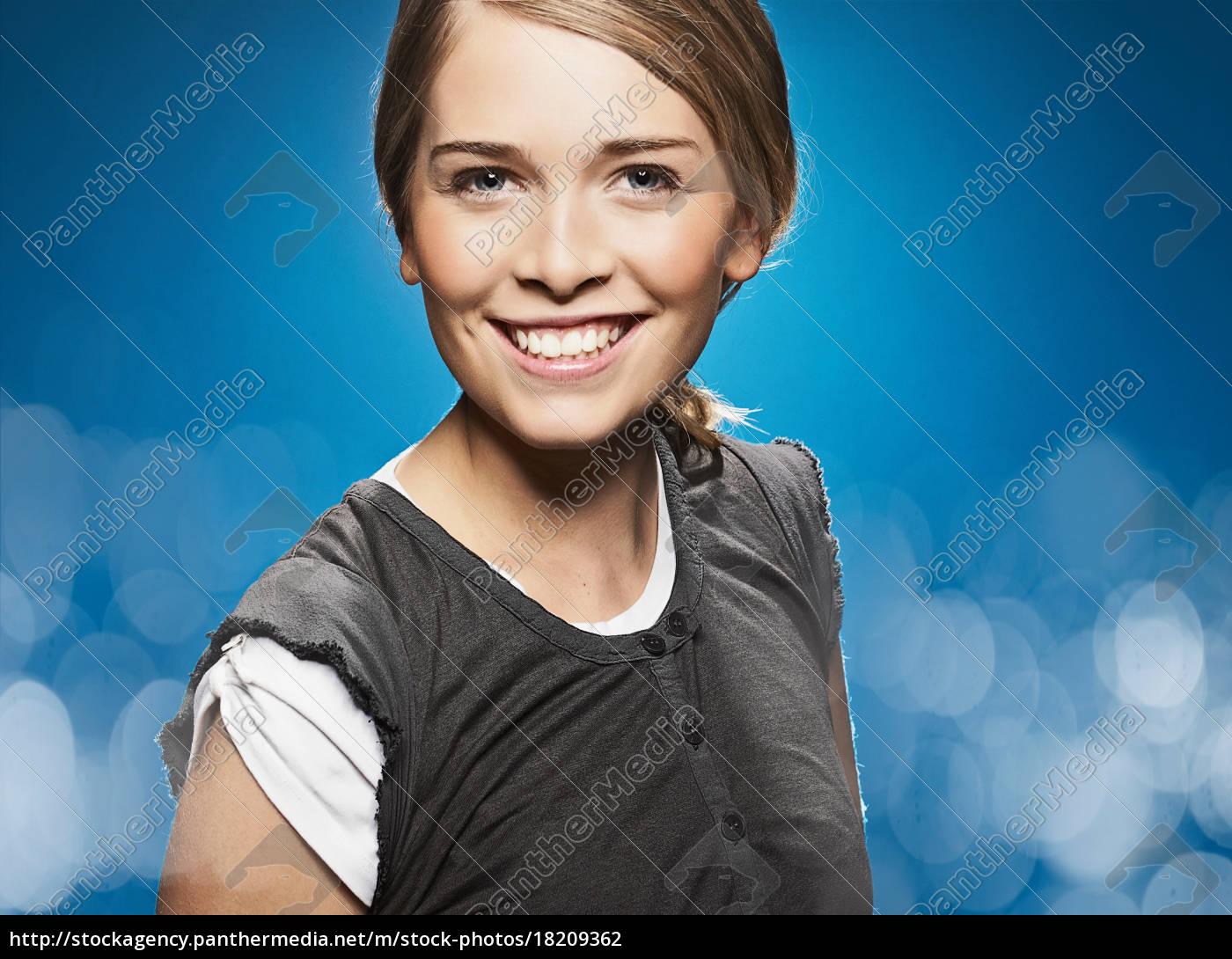 nahaufnahme, des, lächelnden, mädchens, gesicht - 18209362
