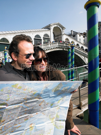 couple reading map by rialto bridge