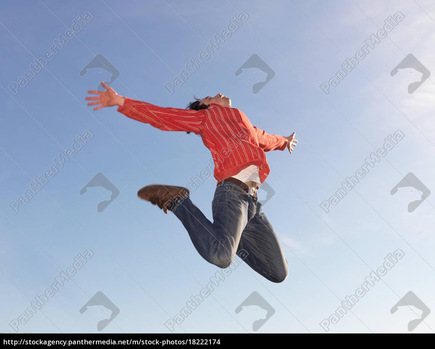 man, jumping - 18222174