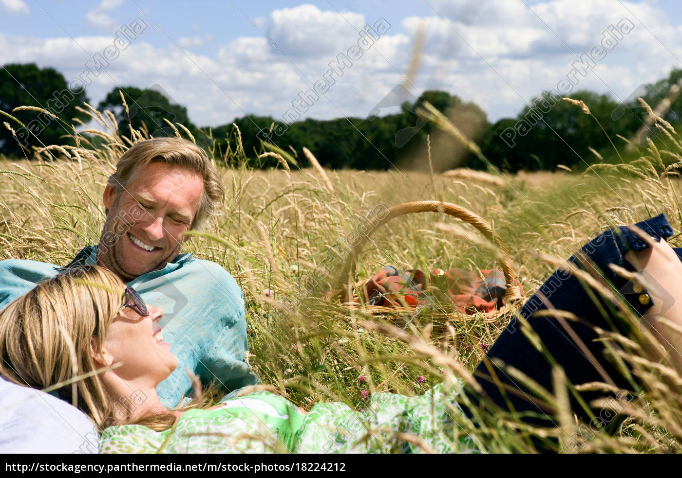 couple, laying, field, , with, picnic, basket - 18224212