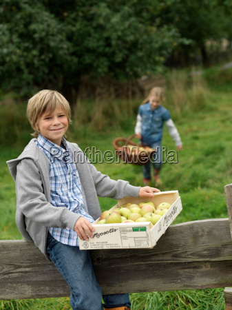 boy and girl carrying apples