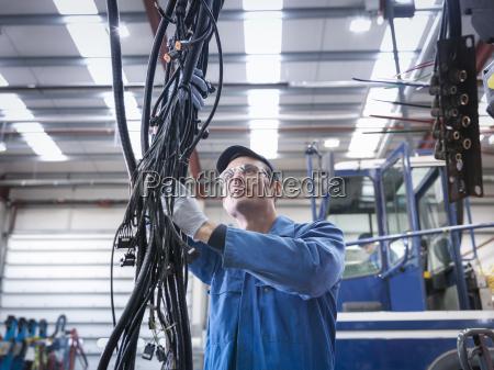 blau arbeitsstaette industrie maennlich mannhaft maskulin