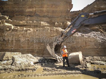 arbeiter als naechstes in steinbruch inspektion