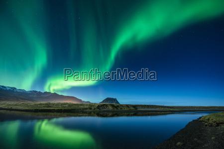 aurora borealis oberhalb von grundarfjordur mt