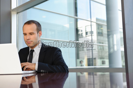 business, man, is, working, with, laptop - 18251310