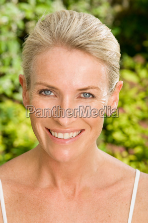 portrait, of, smiling, woman - 18270602