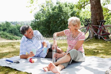 couple sharing picnic