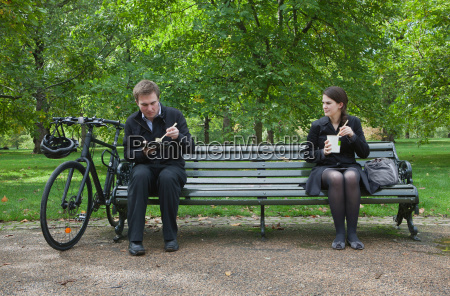woman and man eating lunch on