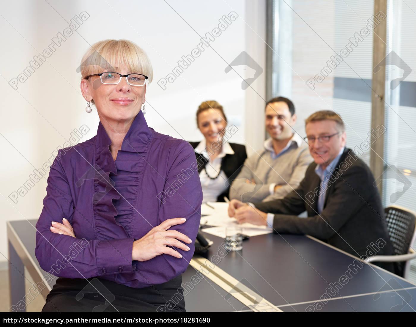 führende, business-frau, in, treffen - 18281690