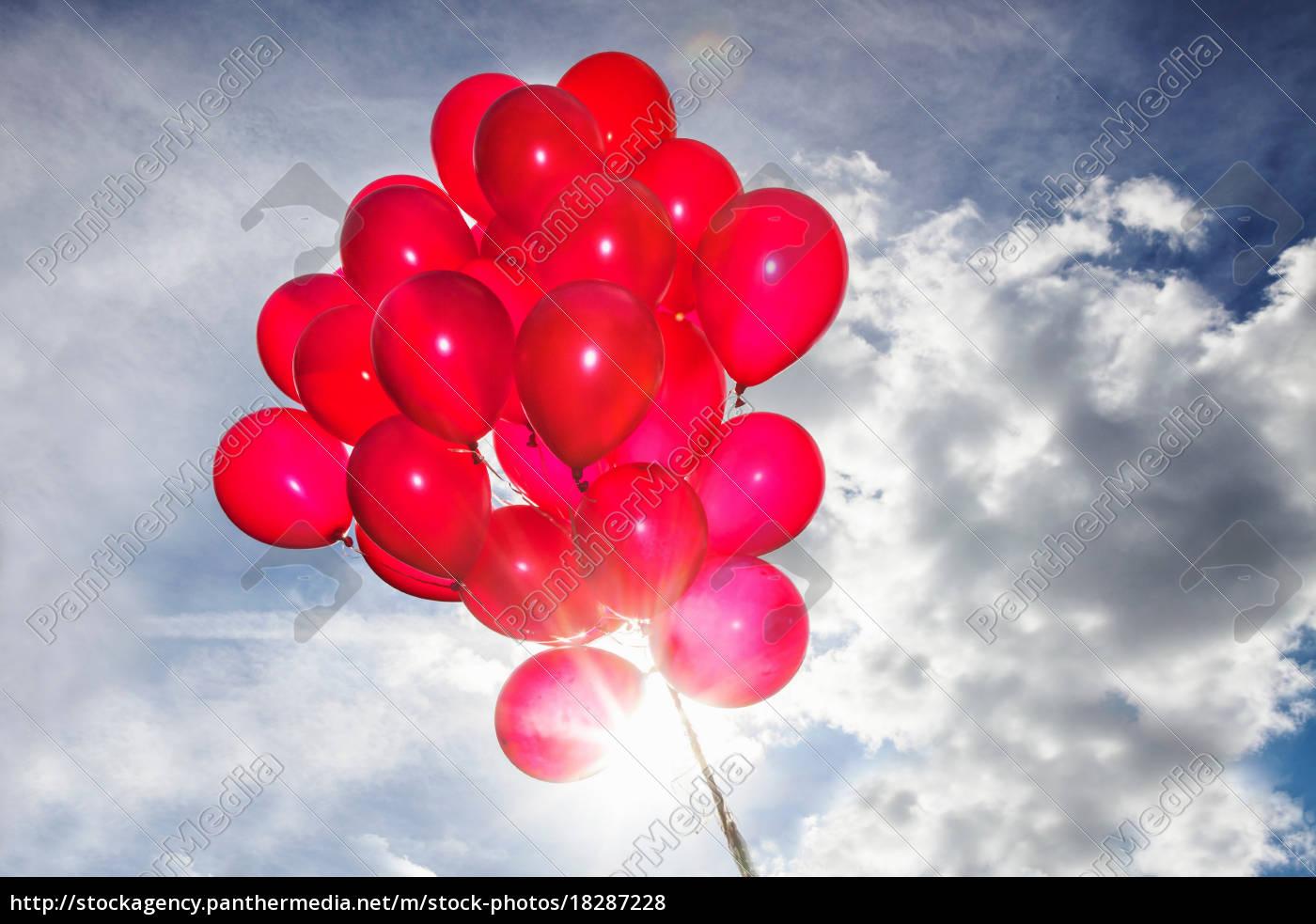 bündel, roter, luftballons, am, blauen, himmel - 18287228