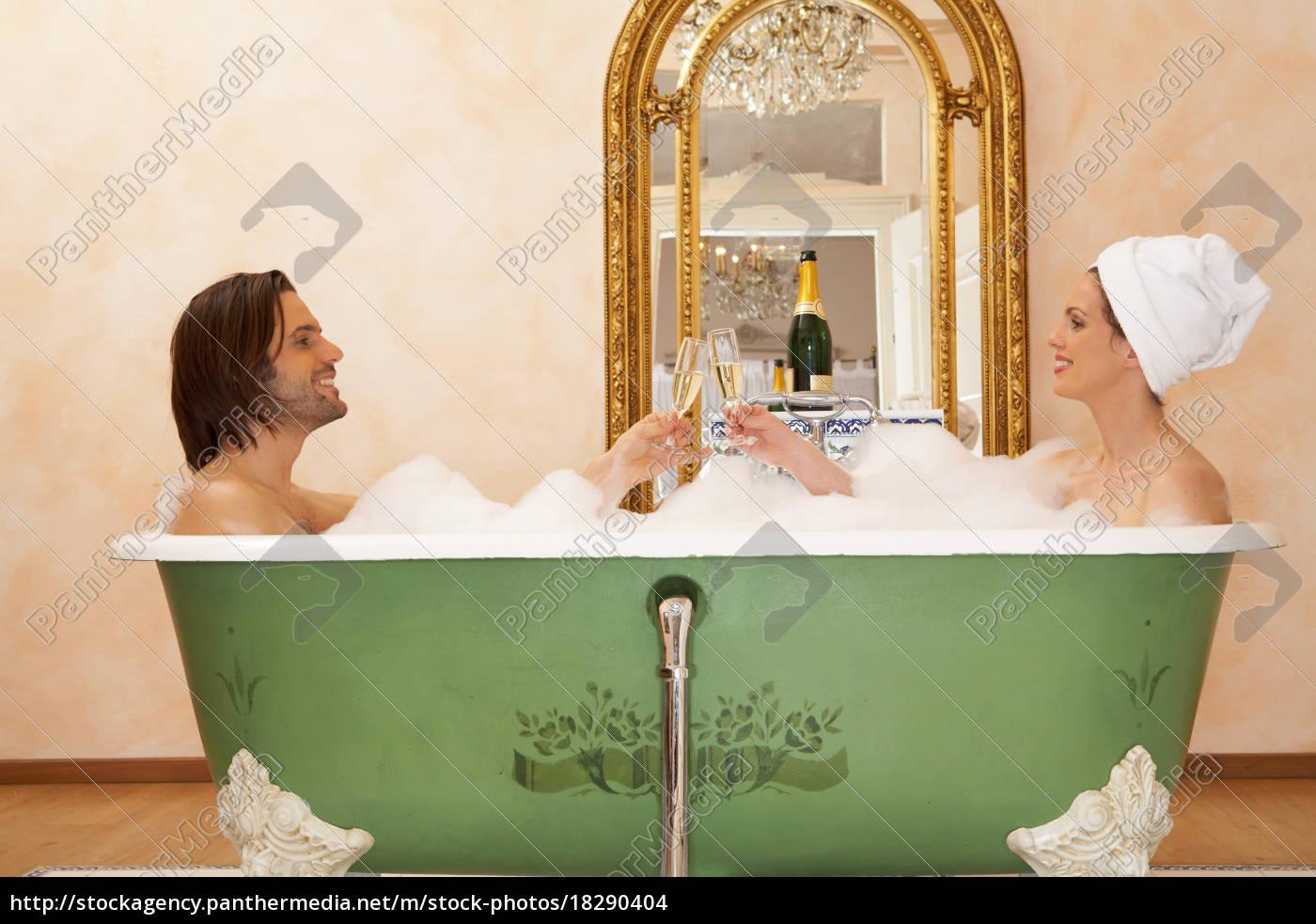 junges, paar, sitzt, im, badetuch - 18290404