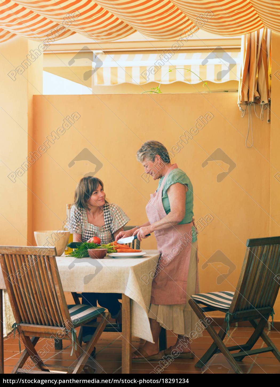 senior, woman, preparing, food, at, home - 18291234