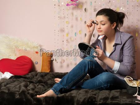 girl 14 applying make up