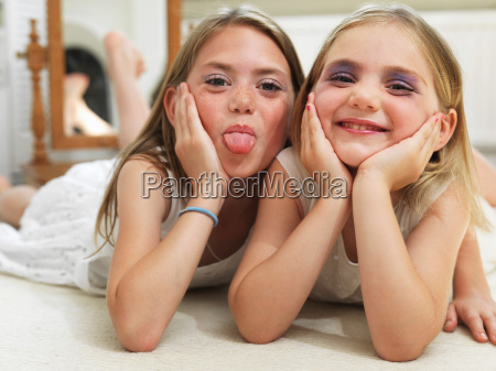 friends showing make up experiments