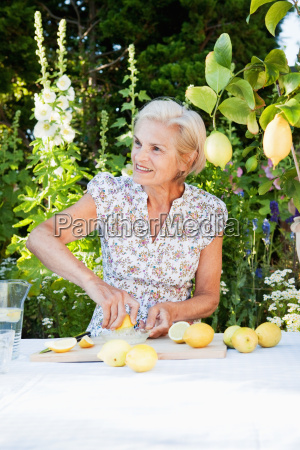 mature woman making fresh lemonade
