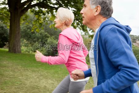 reifes, paar, joggen, im, park - 18315438