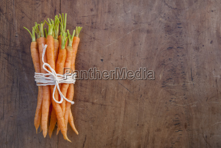 bunch of carrots tied with string